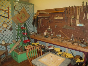 papas attic displays 040