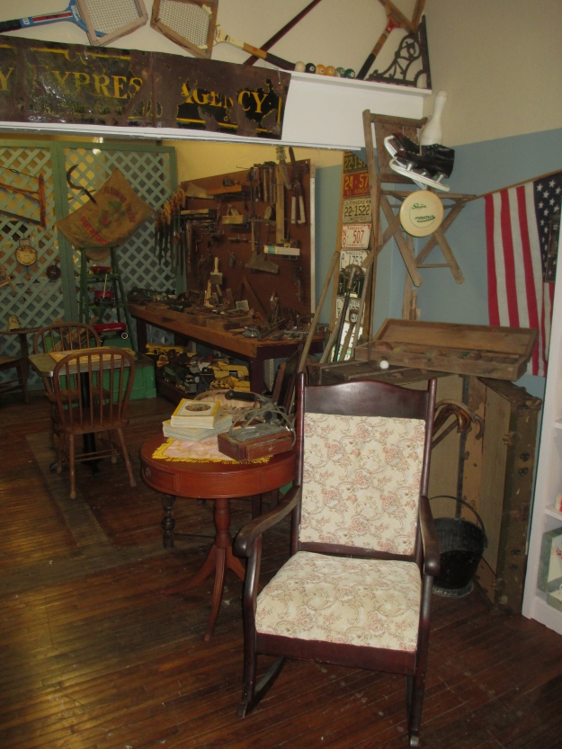 papas attic displays 045